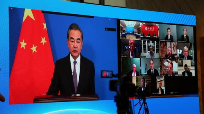 王毅:中美关系不应另起炉灶 不能强行脱钩