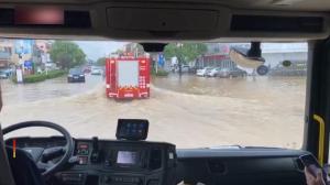 安徽浙江南京多地洪水漫灌 消防员紧急营救
