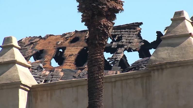 洛杉矶华社249年历史教堂起火 损毁严重