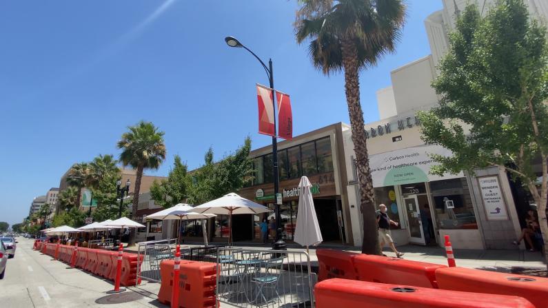 洛杉矶餐桌摆到马路上 店家这么说