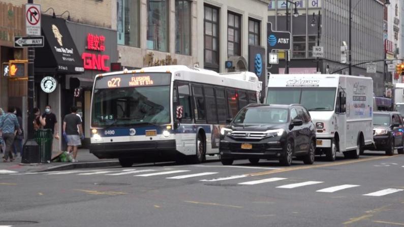 """""""损害交通和经济"""" 纽约法拉盛公交专用道遭逾千人反对"""