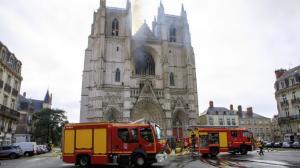继巴黎圣母院起火后,法国又一数百年历史教堂发生火灾
