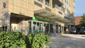 纽约华人区酒店入住获释犯进出随意 遭逾万人反对