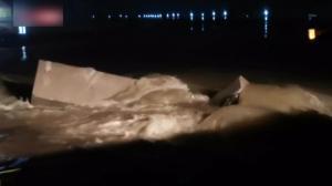 湖北恩施大面积滑坡致清江行程堰塞湖 安徽滁河河水倒灌当地紧急抢险
