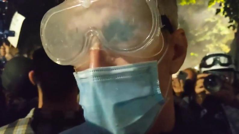 波特兰市长也中了催泪弹…镜头前控诉:不知他们为何这样执法