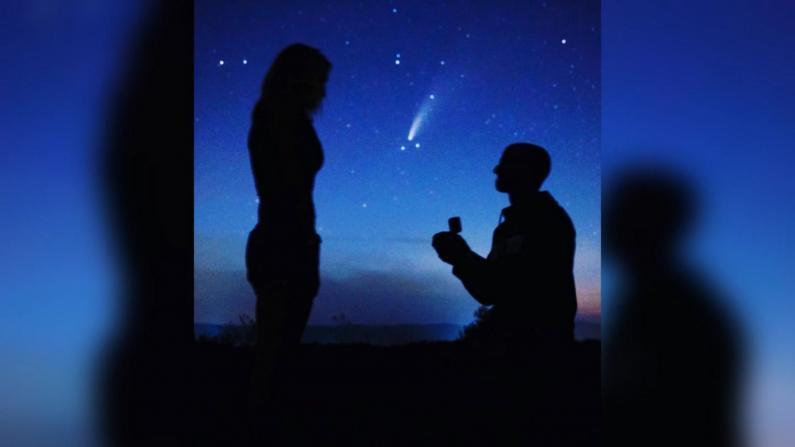 6800年一遇的求婚照!彗星来临夜纽约男子求婚成功
