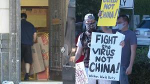 中国驻休斯敦总领馆打包物品 民众:应对抗病毒而非中国