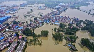 """安徽巢湖部分村镇被洪水围困 变身""""水城"""""""