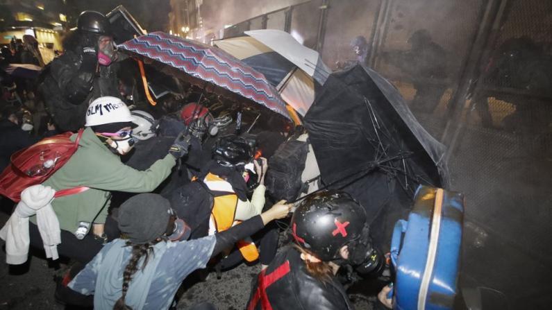 波特兰抗议升级 示威者和联邦执法者数冲突不断