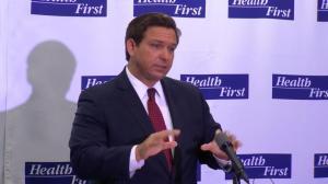 佛州新增病亡再创新高 州长仍然淡化疫情遭质疑
