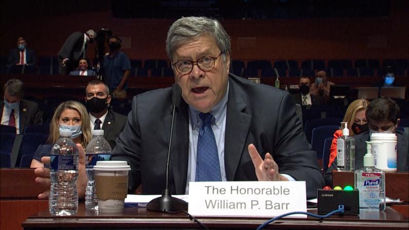 被斥滥权助总统 司法部长巴尔众院听证会与民主党人激烈交锋