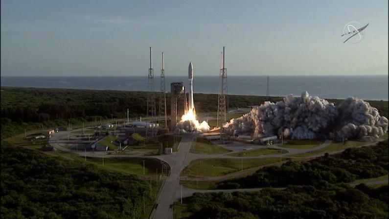 """NASA""""毅力""""号火星车发射升空 将寻找古代微生物迹象"""
