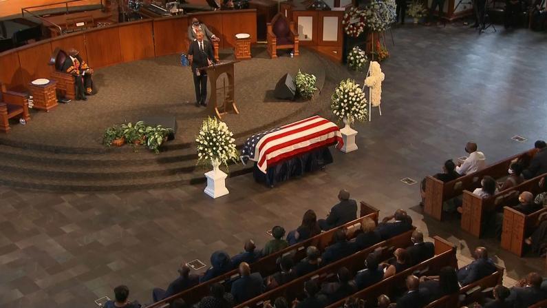 民权运动领袖刘易斯葬礼 三位前总统致悼词 奥巴马猛批现政府