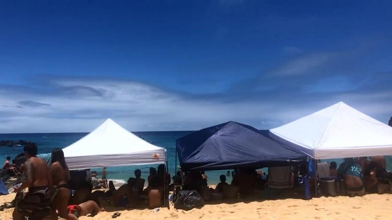 夏威夷海滩大规模聚集 新冠测试阳性率上升引担忧