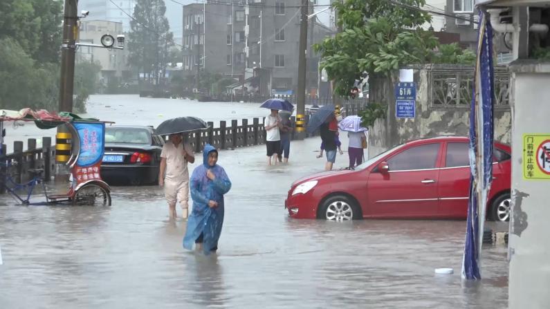 """台风""""黑格比""""登陆浙江乐清 多地被淹、楼房倒塌"""