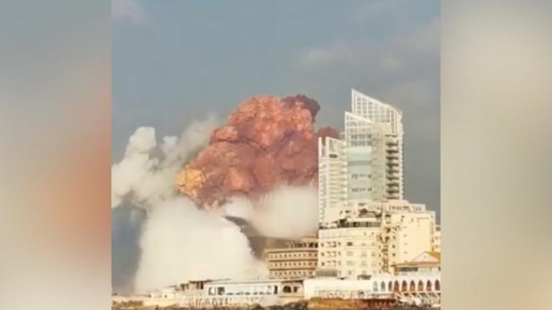 黎巴嫩首都发生爆炸 现场浓烟弥漫 居民报告房顶被炸飞
