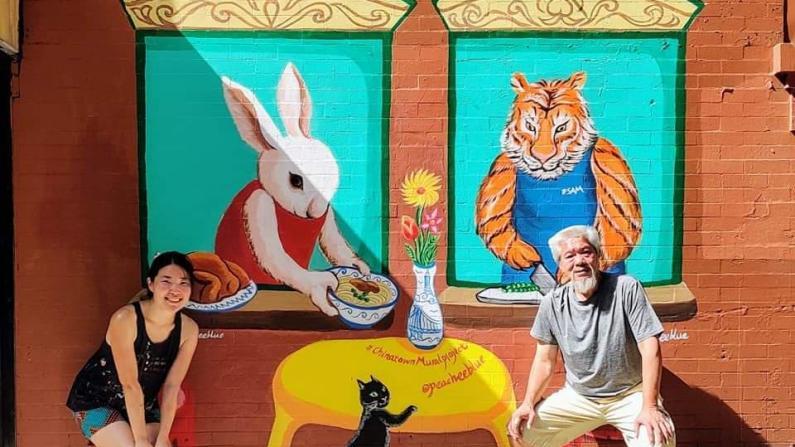 """纽约华埠居民发起""""壁画""""项目助力社区经济"""