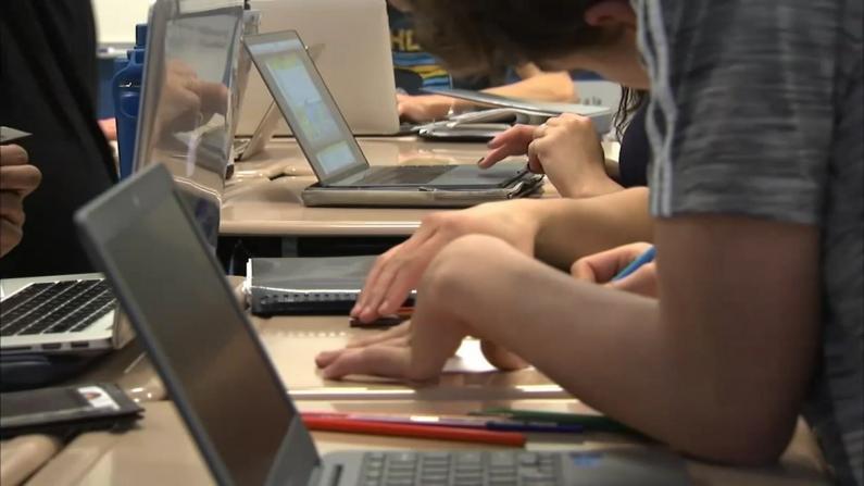 芝加哥公立学校秋季维持网课 上课质量有望改善