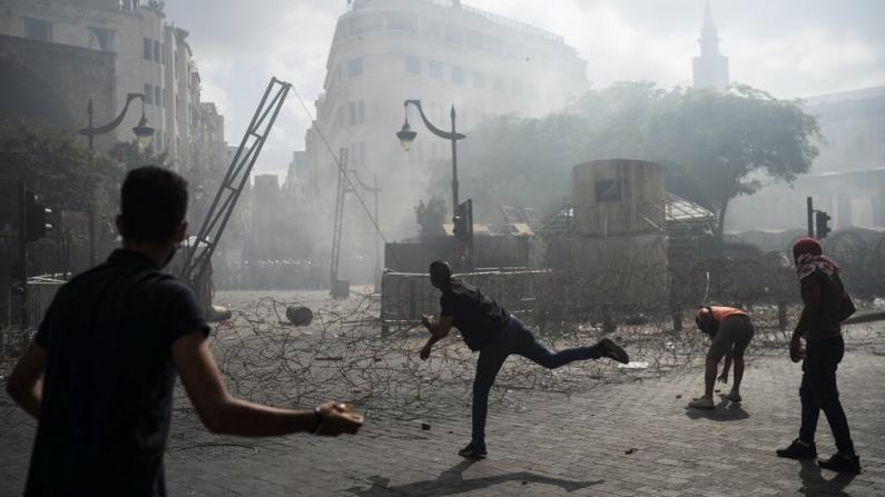 贝鲁特爆炸已致158死 示威者占领外交部大楼吁解散政府
