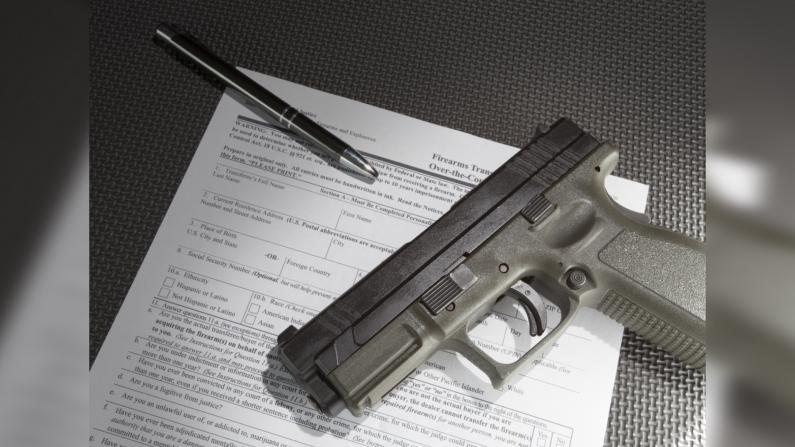 枪证申请翻倍!为什么纽约客都开始买枪了?