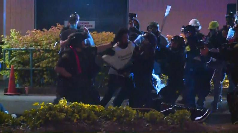 波特兰抗议持续第75天 警方清场行动引冲突9人被捕