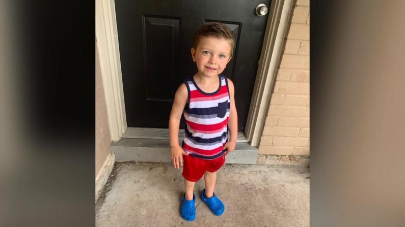得州3岁自闭男童拒戴口罩 一家人被赶下飞机