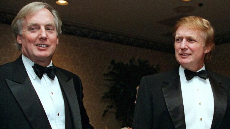 川普72岁弟弟病重纽约住院 总统戴口罩前往探望