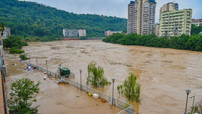 40年来最大洪水抵重庆 磁器口被淹 三峡入库流量创纪录