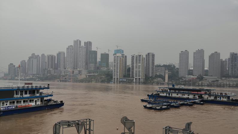 重庆市区部分被淹 洪灾损失逾¥24亿 黄河小浪底加大泄洪