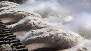 长江第5号洪水已过三峡枢纽 强降雨致甘肃多地被毁