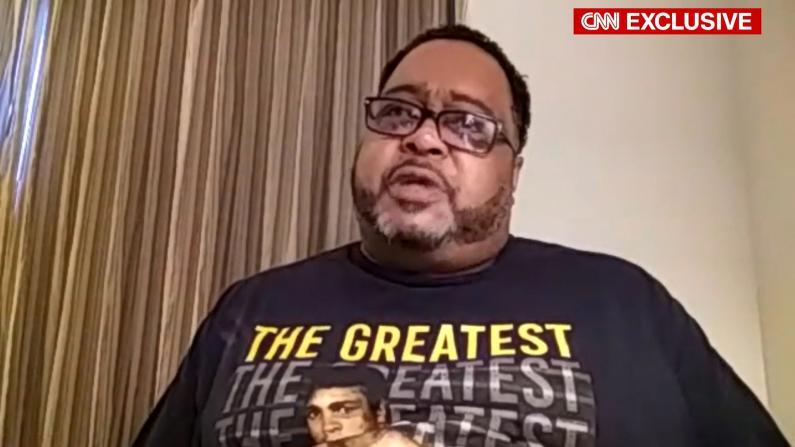 遭枪击非裔父亲:他都瘫痪了为何还要戴脚镣?