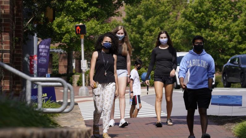 秋季开学未满一周 全美大学逾2.5万人确诊染新冠病毒