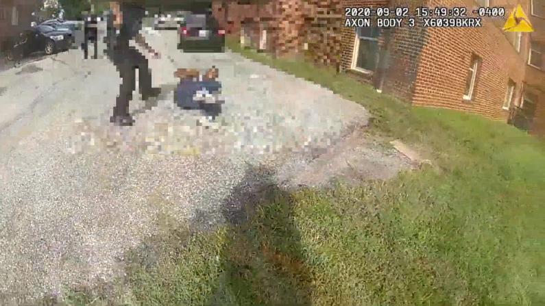 华盛顿非裔遭警方枪击视频公布 死者曾持枪跑向警员