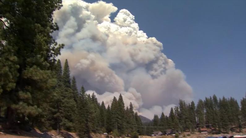 加州热浪滚滚!民众山中避暑 怎料遭山火包围