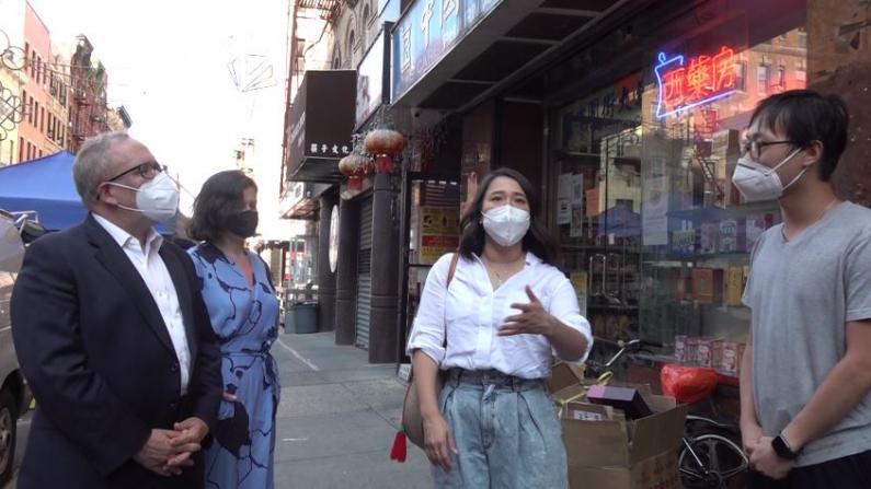 参选纽约市长当天访华埠 斯静格:重振纽约需要会合作的市长