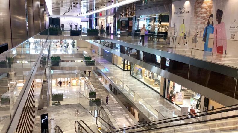 纽约市购物中心重开第一天 市民:人很少逛得很踏实