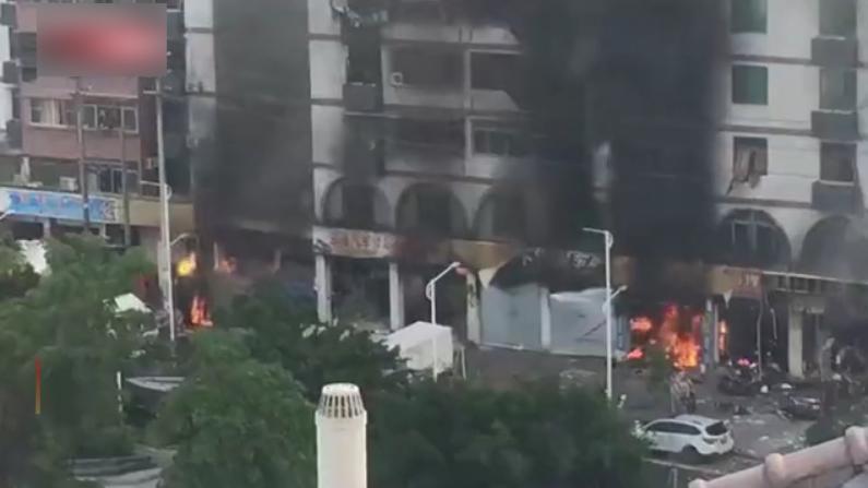 珠海一酒店附近发生爆炸 房屋起火碎片满地