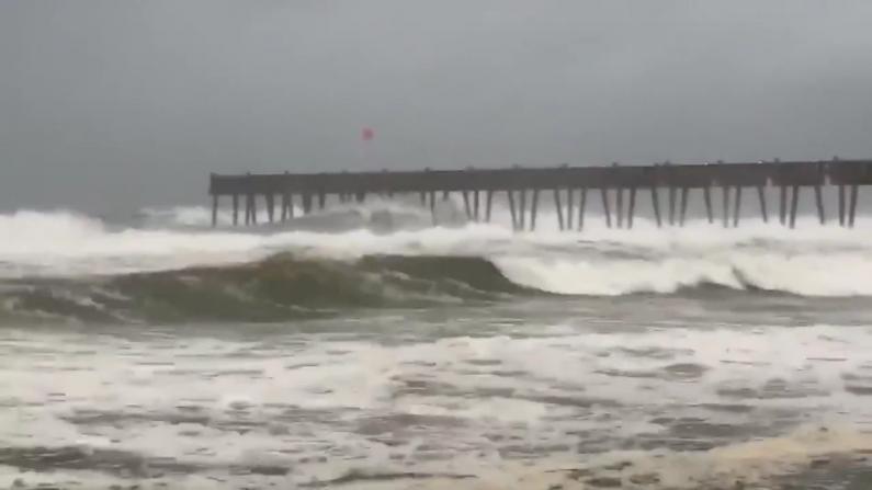 """飓风""""萨莉""""携大风洪水袭击美南 多州或迎破纪录大暴雨"""