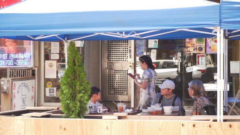纽约市议会投票通过:即日起餐馆可加收10%新冠附加费