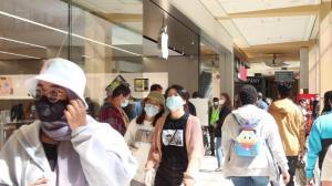 皇后购物中心重开一周 人流量大增