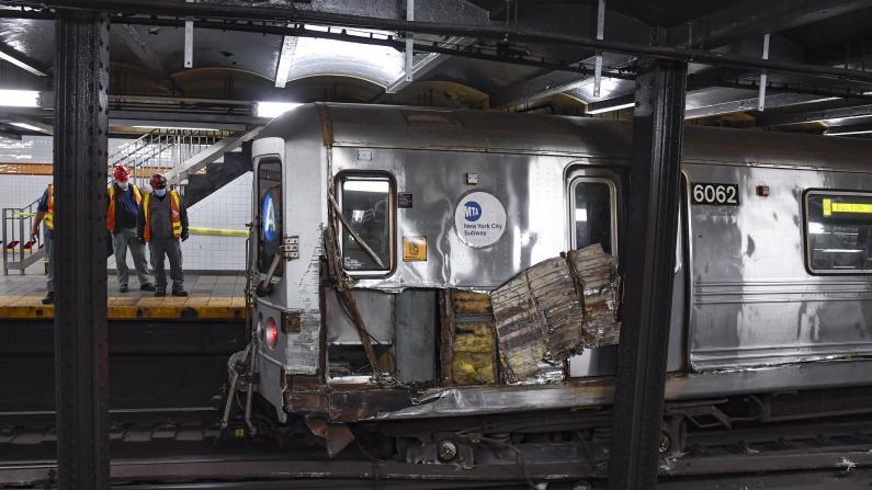 【美国中文网记者现场直击】纽约曼哈顿A线地铁脱轨 警方称或人为所致