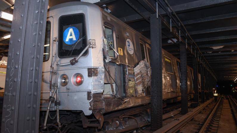 纽约市地铁脱轨 网友却针对游民问题批市长