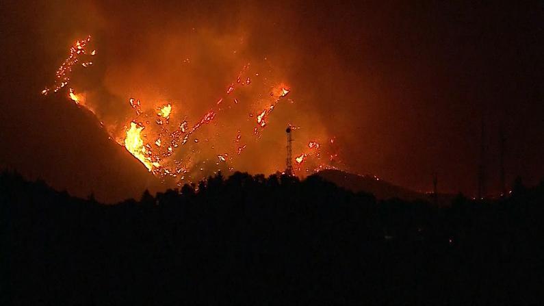 洛杉矶山猫大火延烧超10.5万英亩 火势仍无法控制