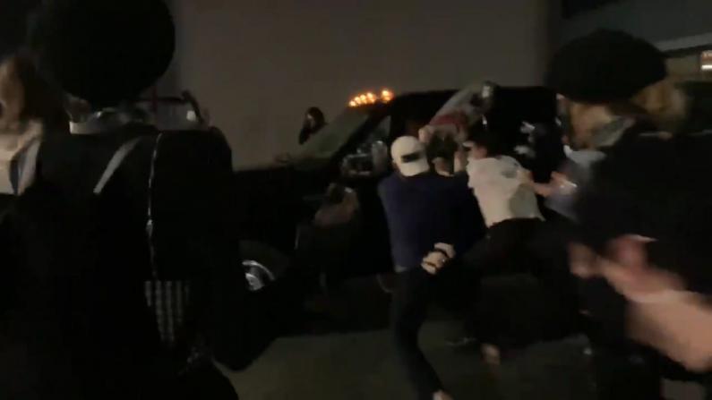 泰勒案引发多地骚乱持续 再有卡车撞入抗议队伍伤人