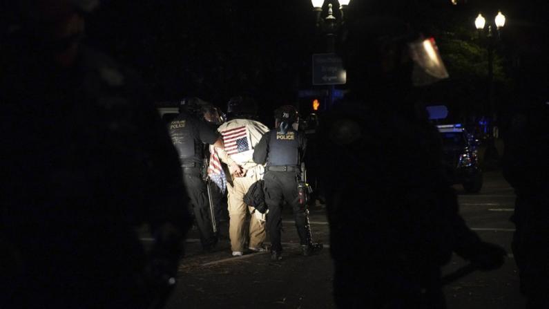 泰勒案抗议浪潮升级暴乱 路易斯维尔等多地数十人被捕