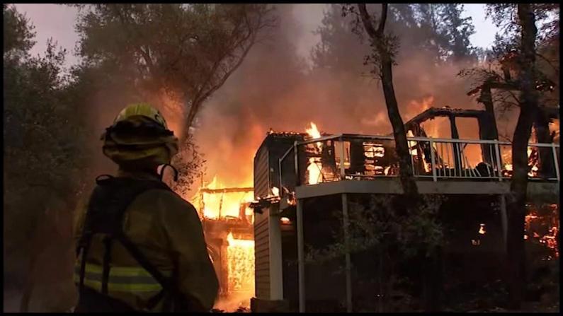 北加山火持续星级度假村夷为平地 消防员:无能为力