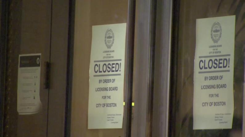 """网红""""撒盐哥""""波士顿新餐厅被迫关门 社区怒斥视防疫如儿戏"""