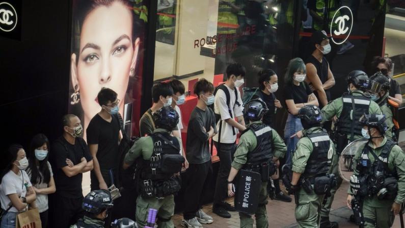 铜锣湾再起非法集会 港警拘86人包括4名区议员