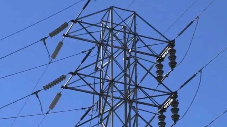 受山火威胁 加州超6千户居民断电
