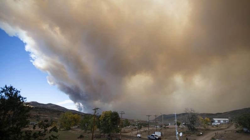 科罗拉多爆史上最大山火 过火面积逾20万英亩